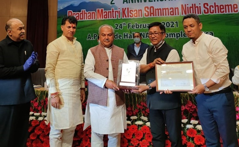 Union Agriculture Minister Narendra Singh Tomar presented the award to agriculture minister Tage Taki and state nodal officer (PM-KISAN) Idar Nyori
