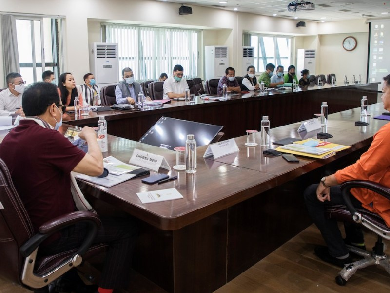 Pema Khandu meets officials over Itanagar's dire waste management