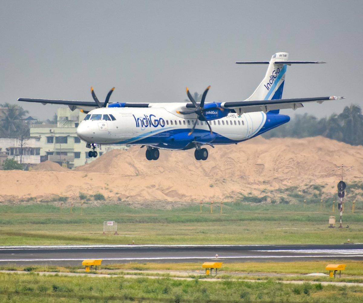 Air passengers escape testing