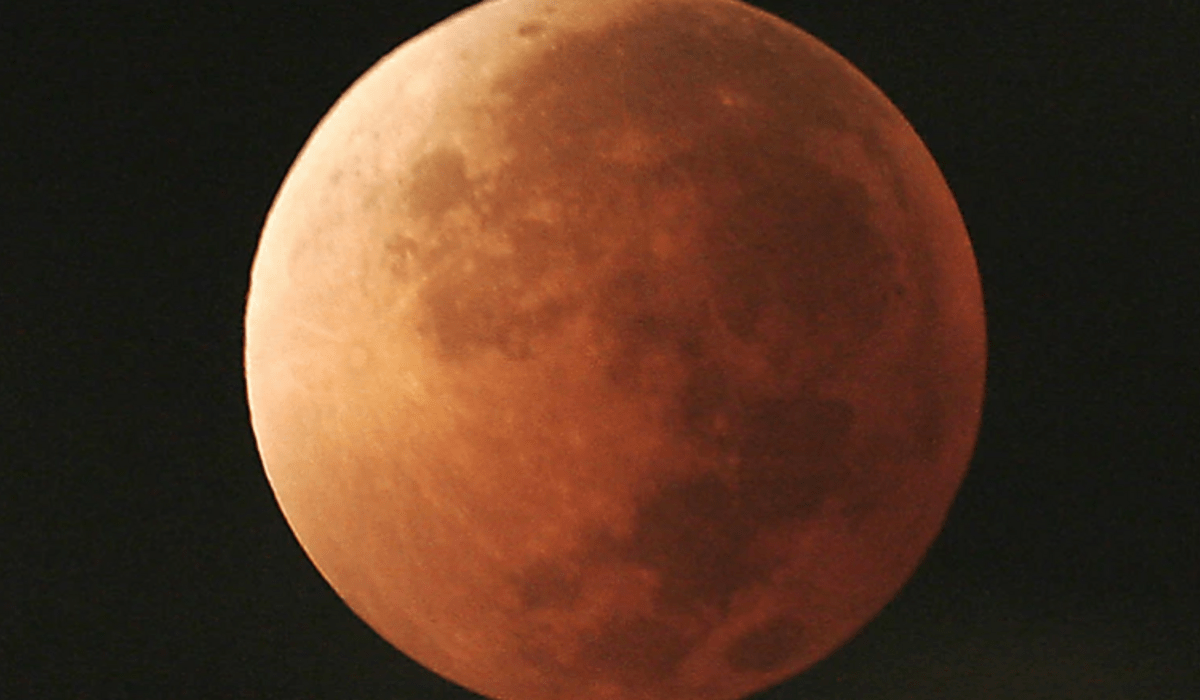 Super Blood Moon in Easter sky on May 26 evening