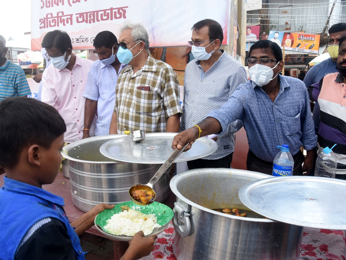 Tripura e-rickshaw union offers lunch at Re 1, feeds 200 poor workers daily