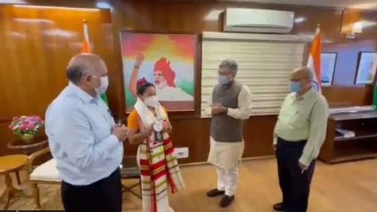 Railway Minister announces Rs 2 crore reward, promotion for Mirabai Chanu