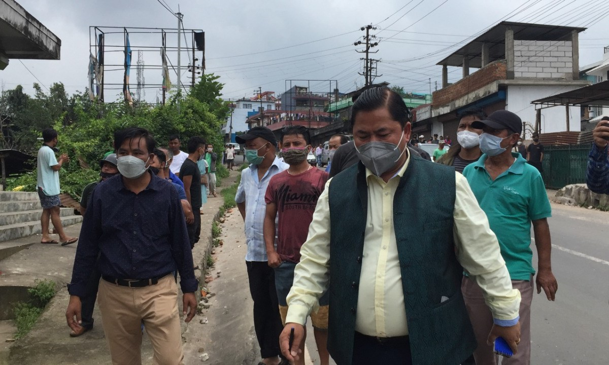 Meghalaya: Cong MLA visits Mawlai Nongkwar in Shillong following violent clashes