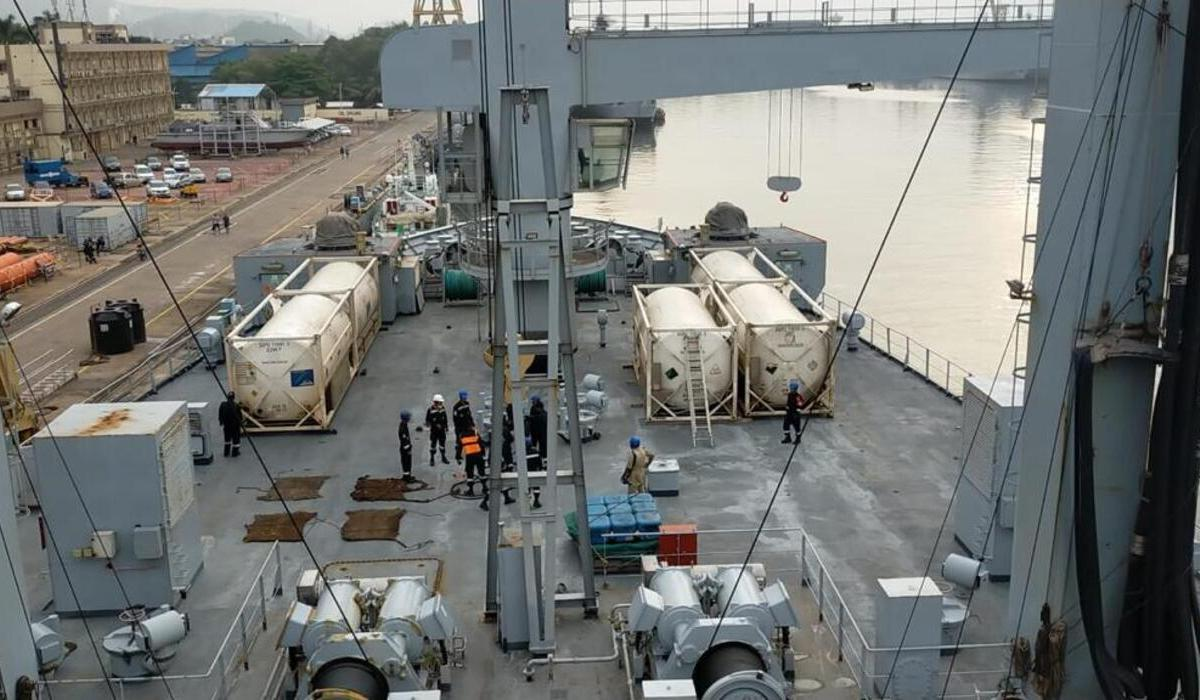 Indian naval ship with 100 tonnes of oxygen reaches Sri Lanka
