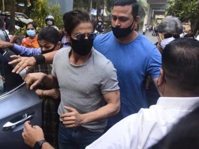 Shah Rukh Khan meets son Aryan Khan in Mumbai jail