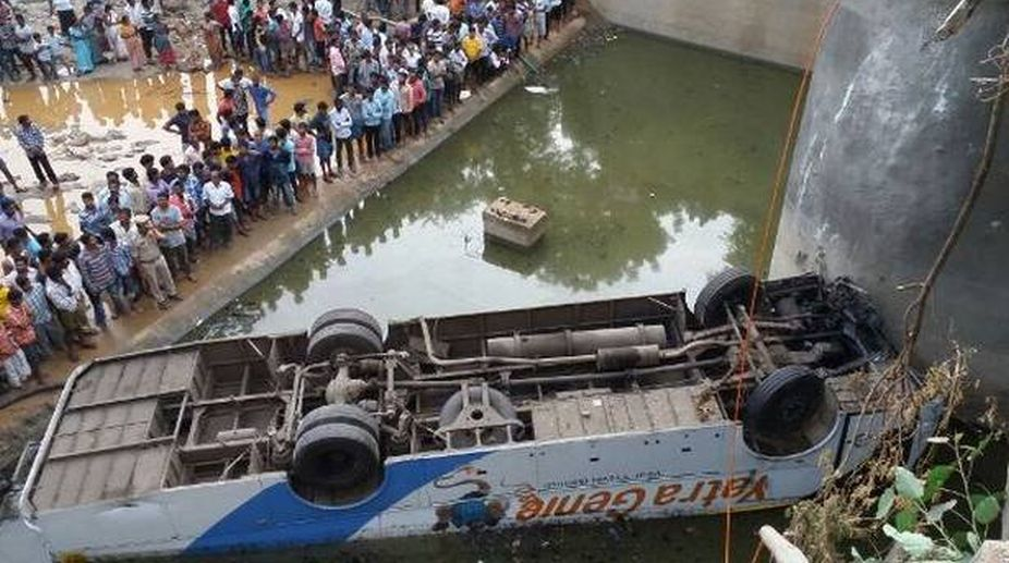 Several injured as West Bengal-bound bus falls into ditch in Dhanbad