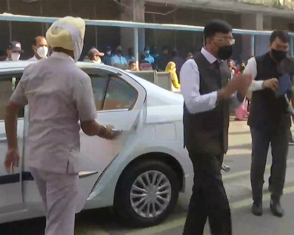 Health minister Mandaviya meets Dr Manmohan Singh at AIIMS