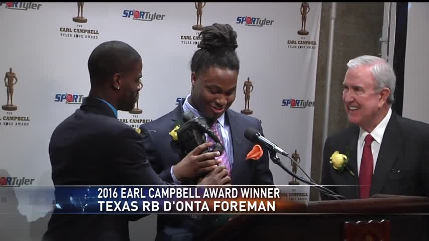 D-Onta Foreman wins 4th annual Earl Campbell award_41438743