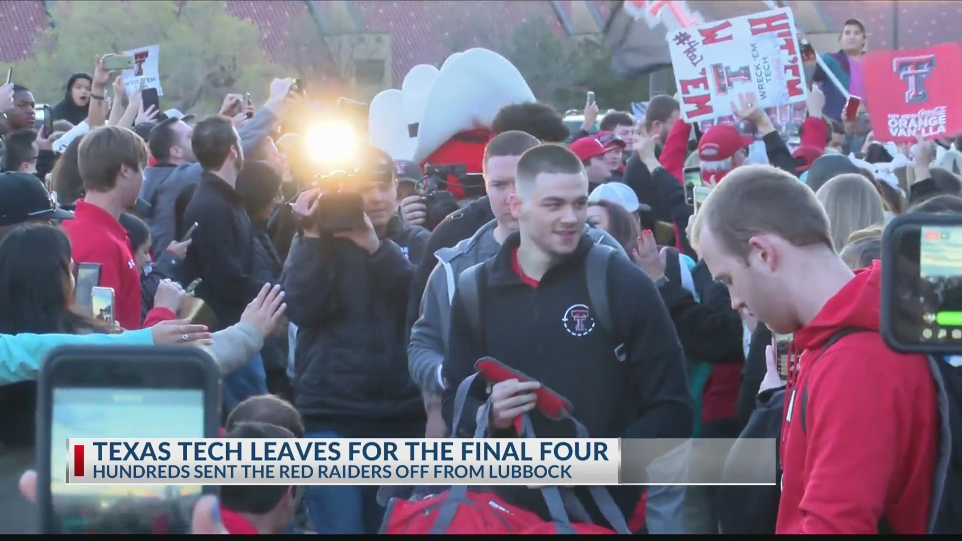 Texas_Tech_gets_rousing_sendoff_as_they__0_20190404041837