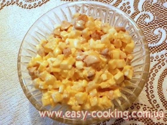 Рецепти салатів - Салат з куркою, ананасами та кукурудзою