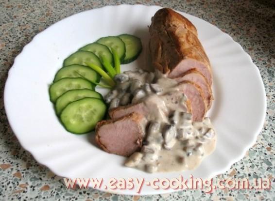 Рецепт обжаренной и запеченной свинной вырезки с грибным соусом