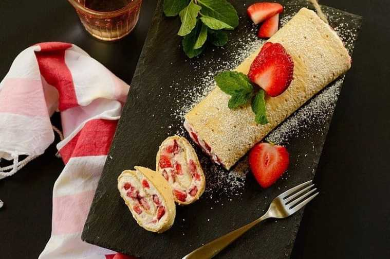 Strawberry and Cream Flatbread Roll