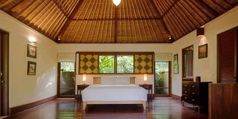 Ala-Master-bedroom