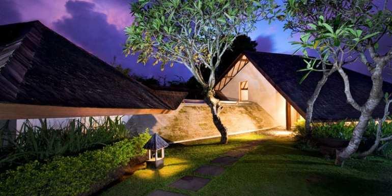Bali-Bali-One-–-Entrance-at-sunset