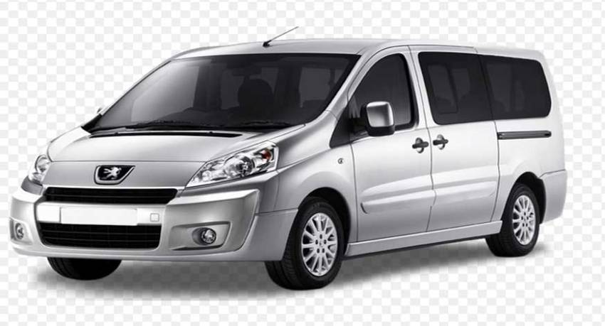 family minivan for transport to family. minivan famigliare. minivan familiar