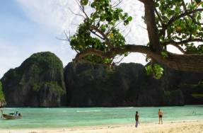 Phi Phi Islands Khao Lak Tours - Maya Bay