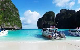 Phi Phi Islands Khao Lak Tours - Speed boat at Maya bay