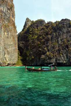 Phi phi island tour by big boat booking