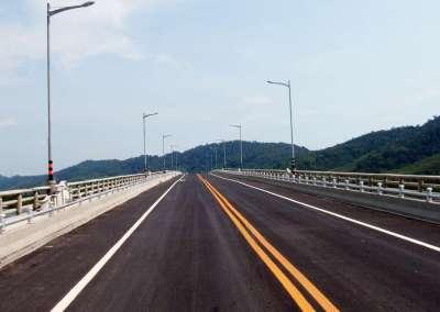 Crossing Lanta Bridge