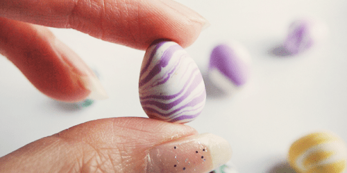 simple marble clay eggs ideas for Easter