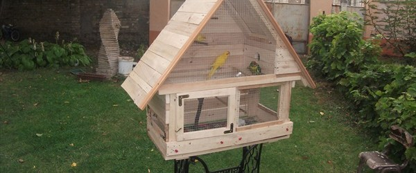 DIY birdhouse made of pallet wood
