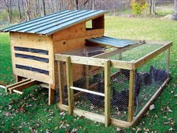 how to build a small pallet house