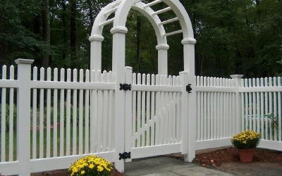 How to build fence around the lawn