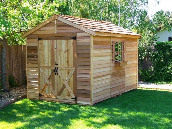 Cute DIY pallet house