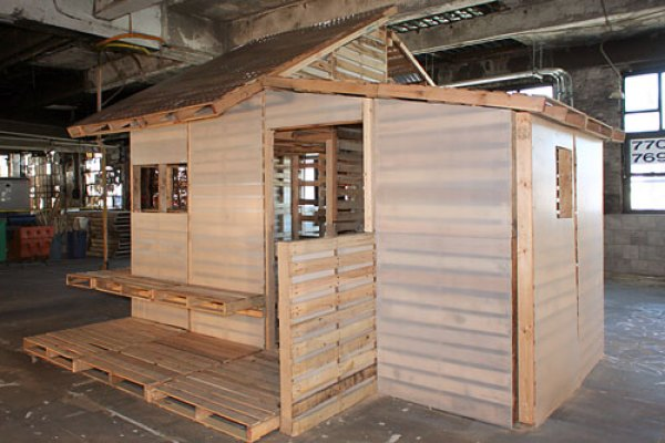 DIY to build a house from pallet