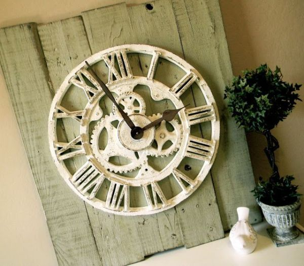 Amazing Pallet Wall Clock