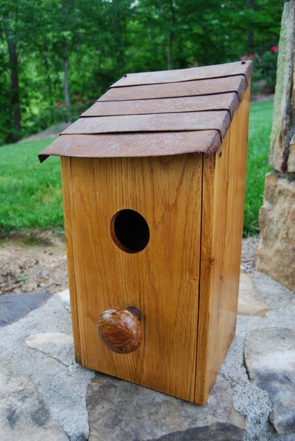 birdhouse made from pallet wood