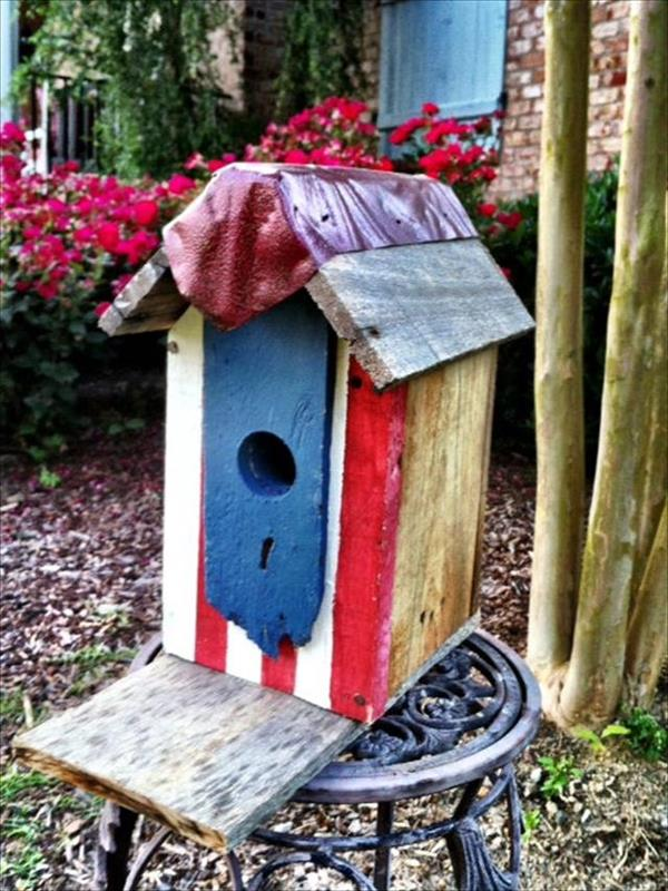 Diy Cute Birdhouse Made From Wood Pallets Easy Diy And