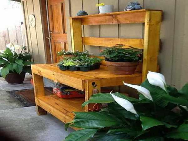 Potting bench for home gardening