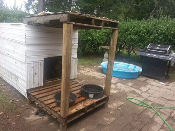 building a pallet house for your dog