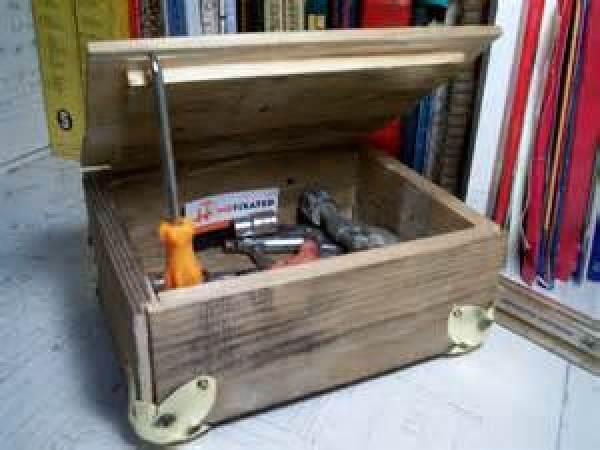 Pallet tool box