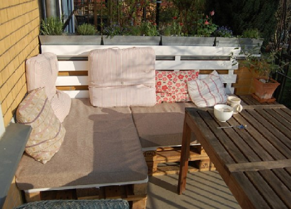 Awesome DIY lawn furniture