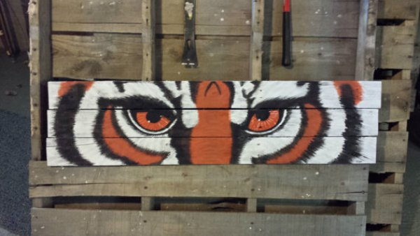 Lion Eye pallet wall art