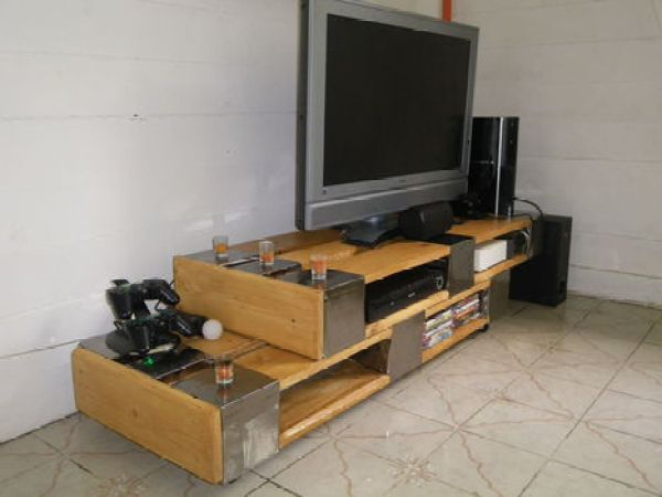 DIY TV table out of raised pallets
