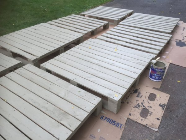 Pallet bed build from stacked pallet