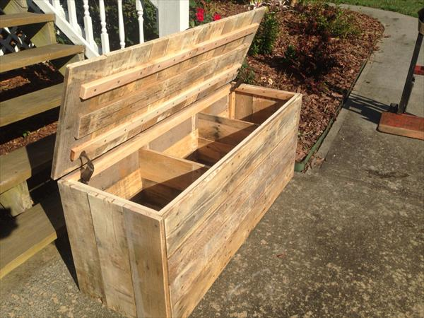 build your pallet trunk from wooden pallets