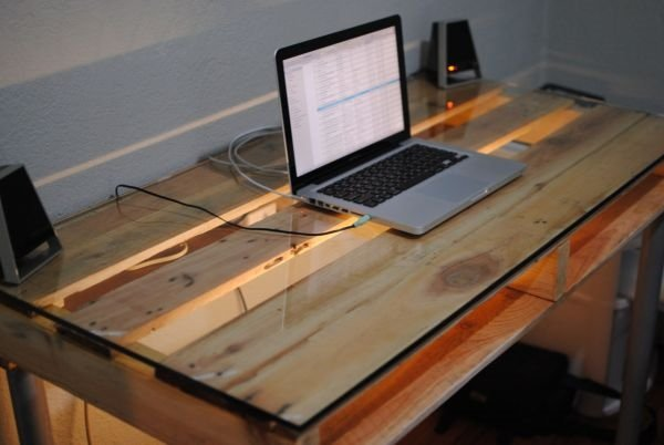 DIY old wooden pallet computer table