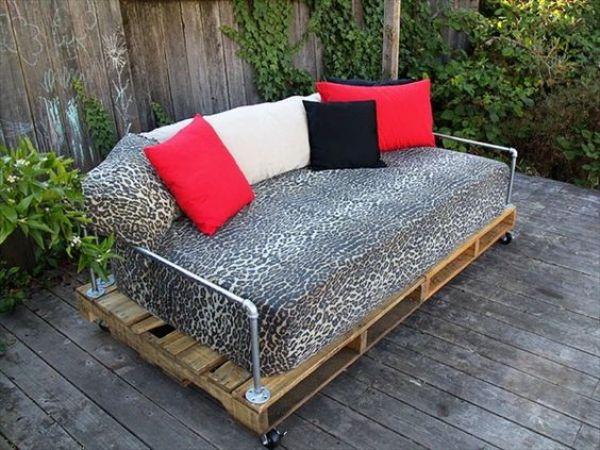 awesome diy pallet daybed1