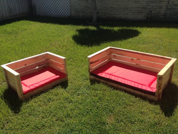 DIY WOODEN PALLET DOG BED