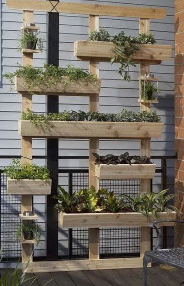 HOMEMADE PALLET VERTICAL GARDENS