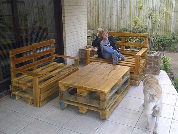 DIY budget friendly pallet furniture