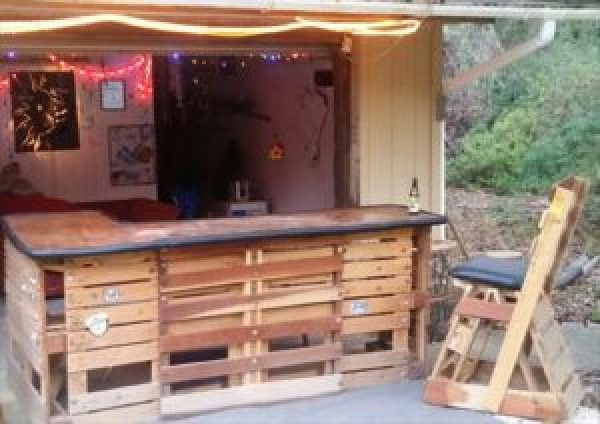 how to make wooden pallet bar