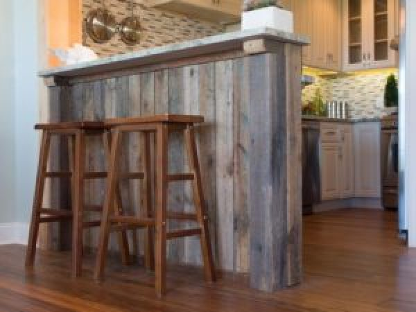 building bar from wooden pallet