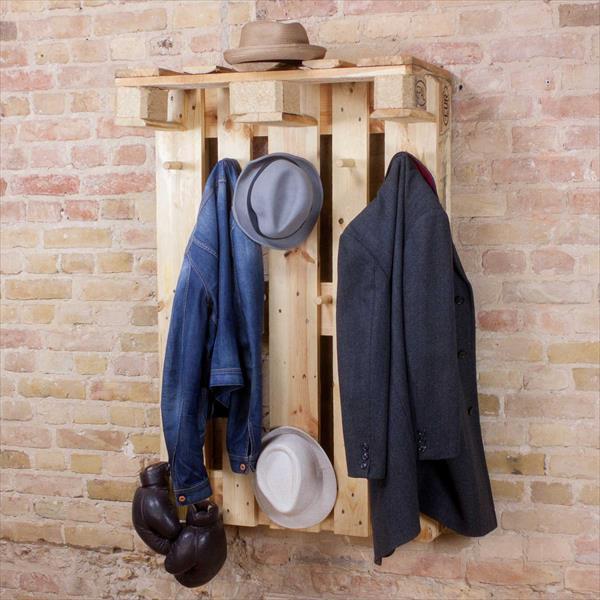 DIY Rustic pallet Cloth hanger