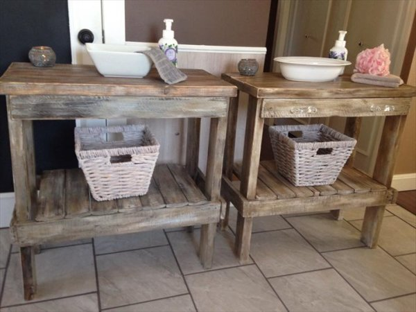 DIY Wooden Pallet Bathroom