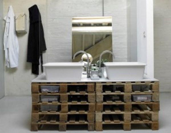 DIY Pallet Project Bathroom